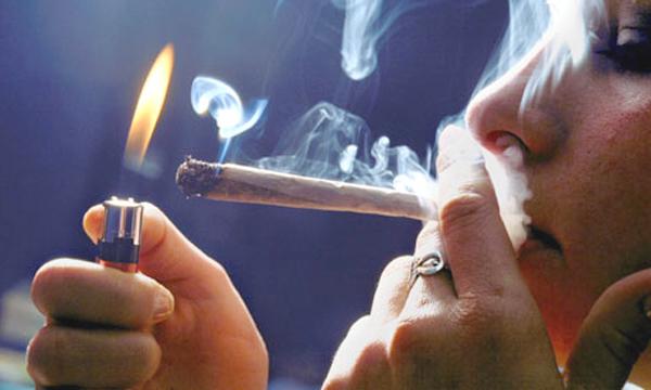 La codificazione fumando a donne
